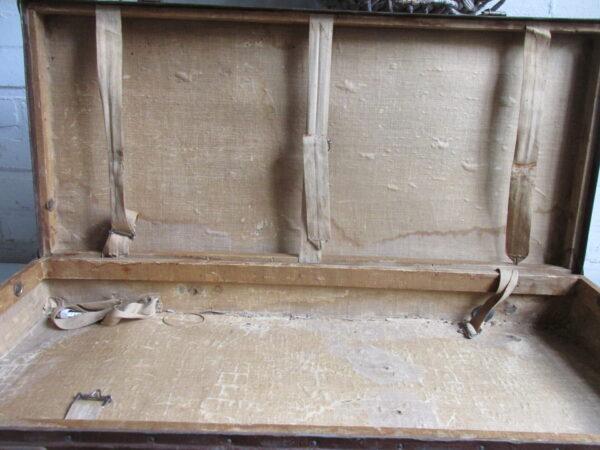 Oude bruine koffer, ondiep 73.5 cm x 34 cm