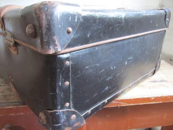 Oude zwarte koffer 60 cm x 39.5 cm