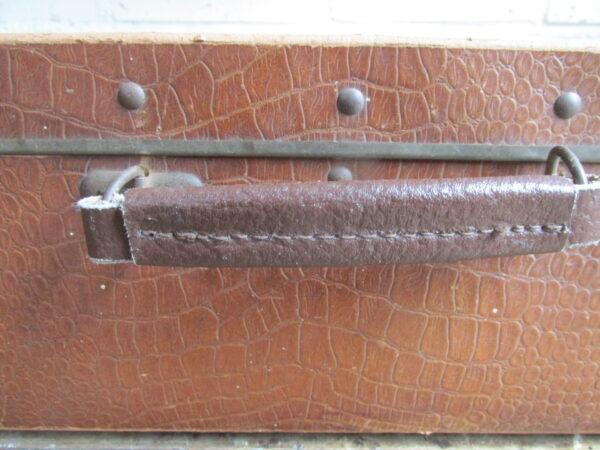Oude koffer met croco print  75 cm x 39.5 cm