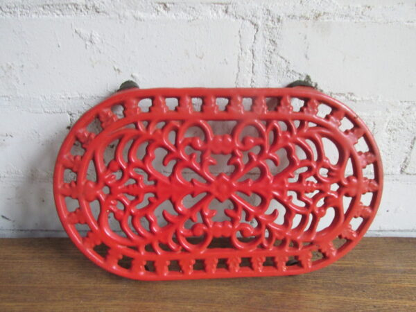 Rode gietijzeren onderzetter,ovaal