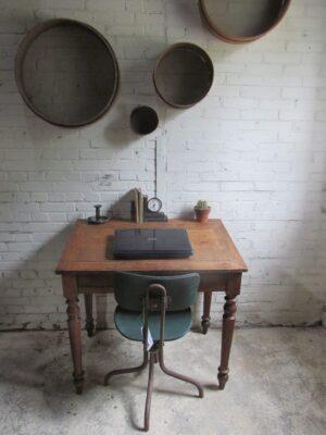 Antieke eiken schrijftafel