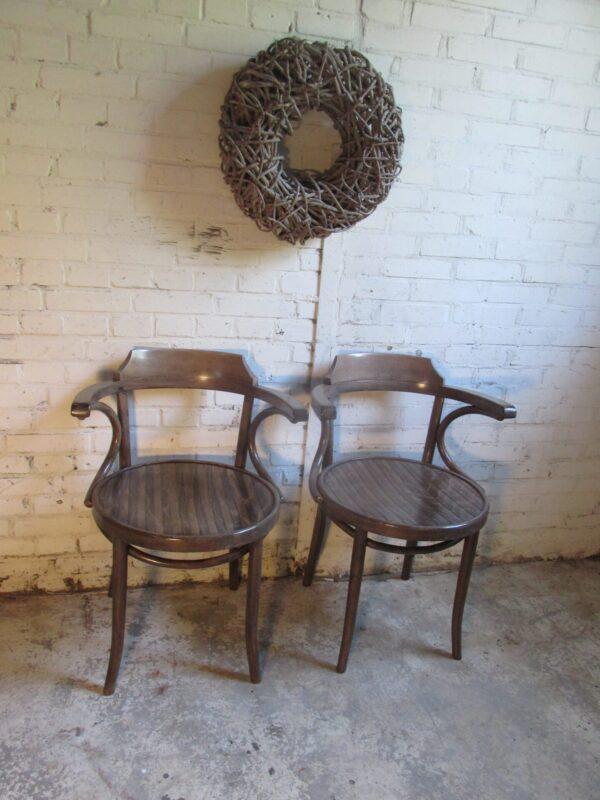 Houten café stoel met armleuning