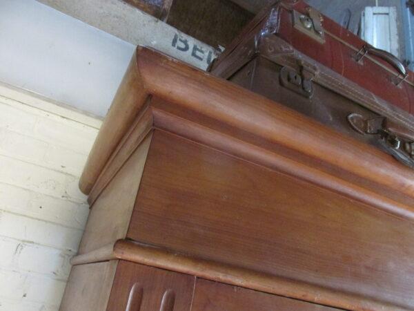 Grote antieke kast, demontabel in kersen